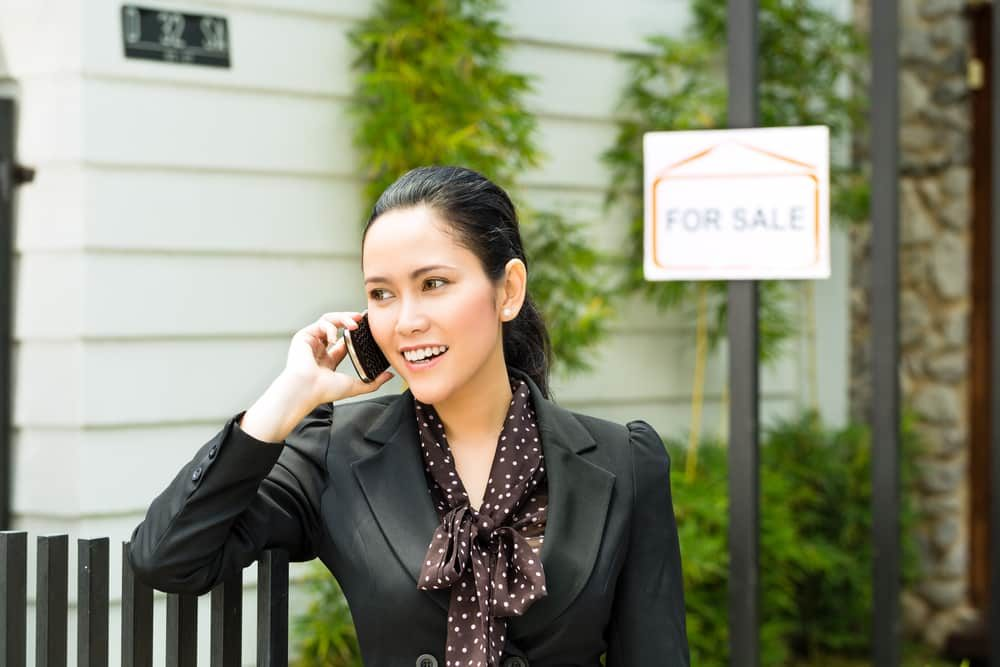 Real,Estate,-,Young,Indonesian,Realtor,Showing,An,House,Or